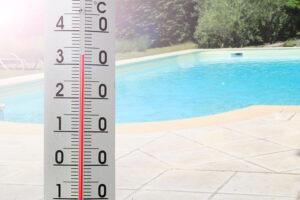 Thermometer zeigt die Wassertemperatur an.